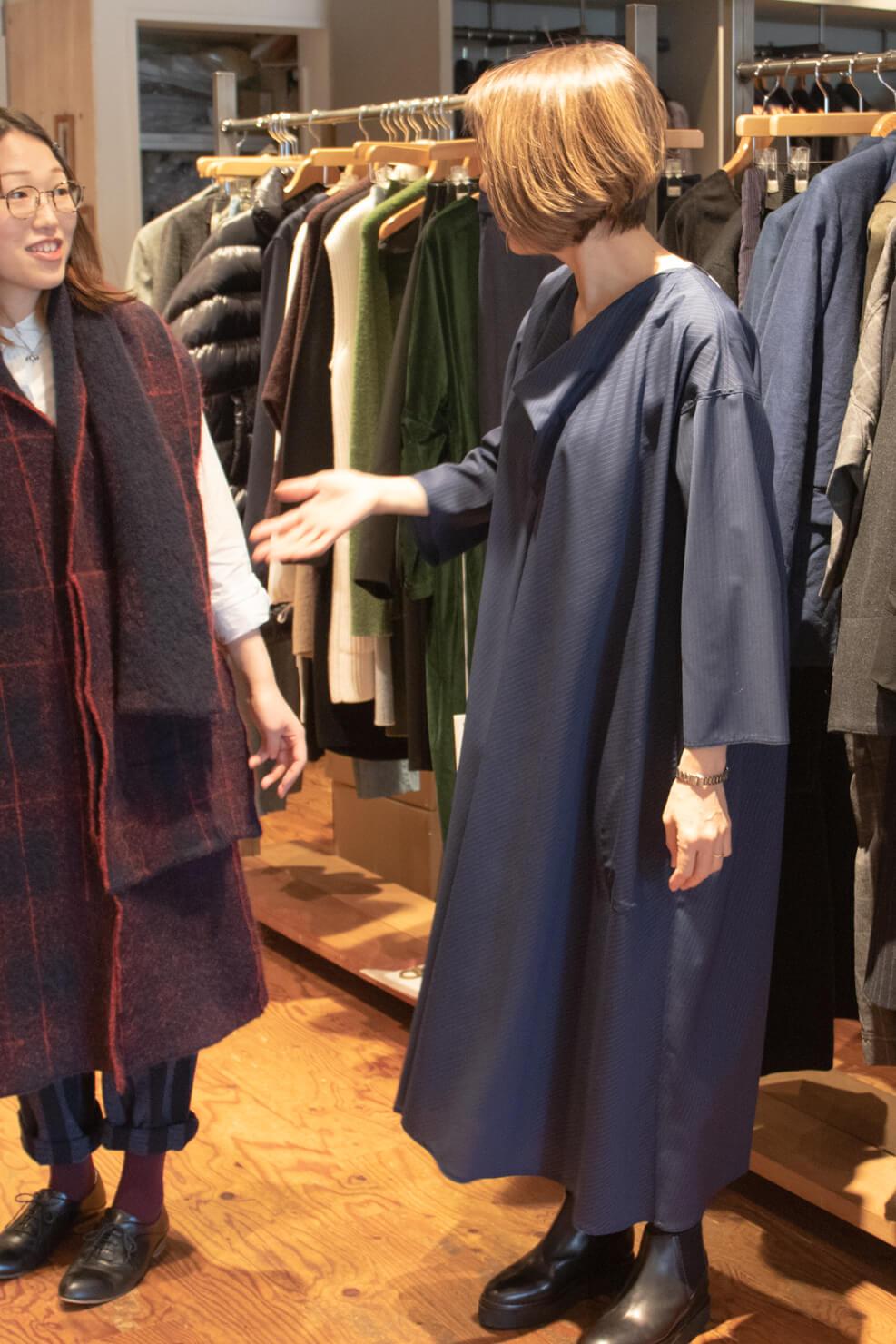 ソフィドールのAラインのワンピースを着ている写真