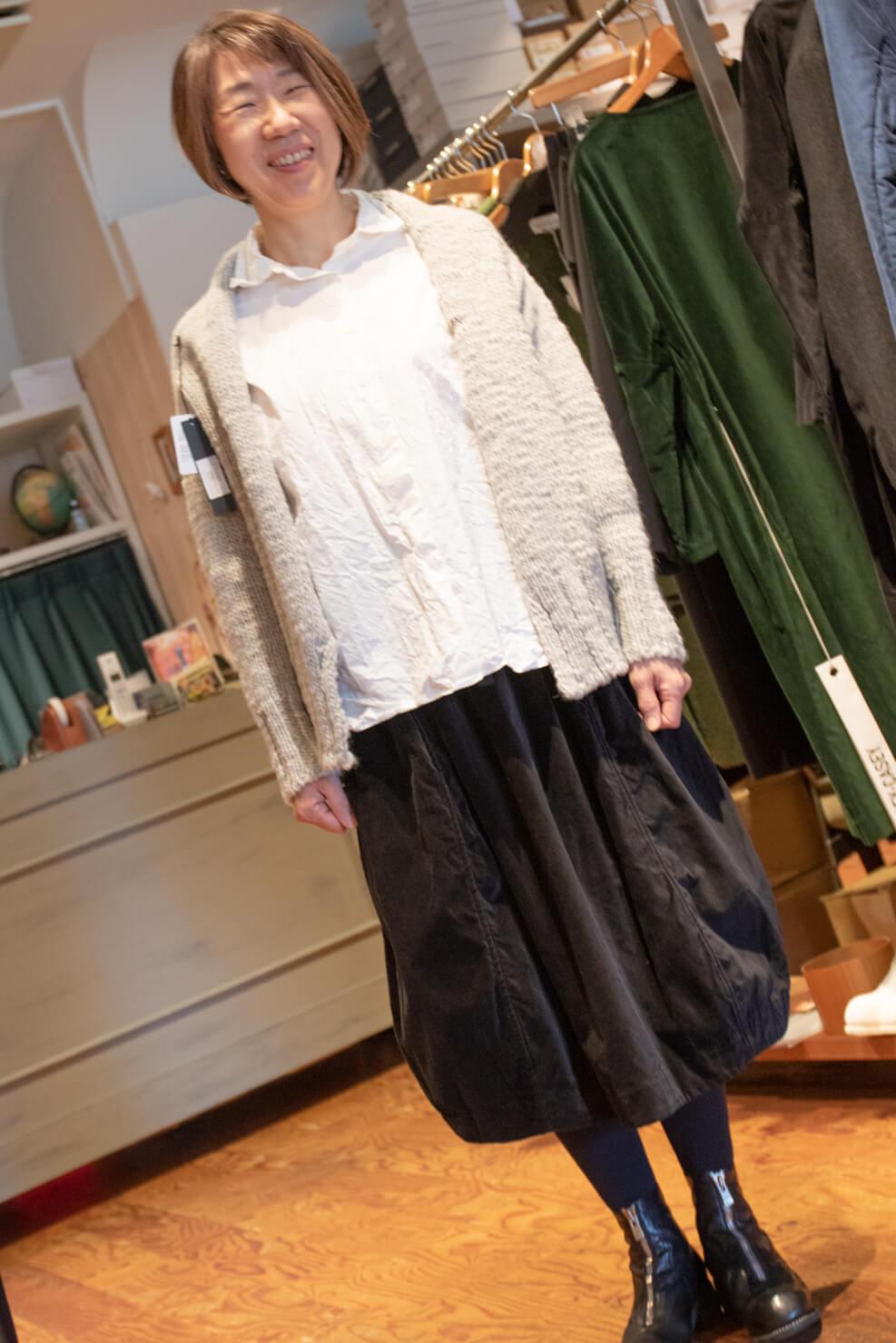 ケーシーケーシーのシャツ・スカート・カーディガンのコーディネートの写真