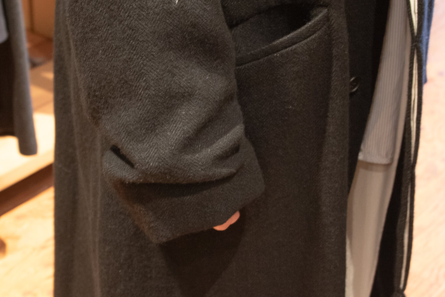 コートの袖口の写真