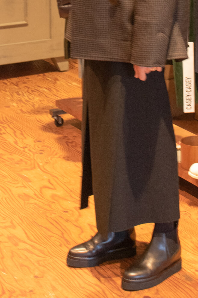 スタジオニコルソンのスカートを横から見た写真