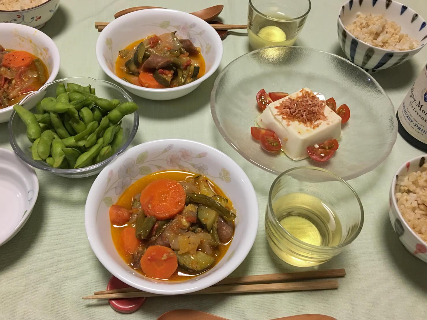 いんげんのトマト煮中心の晩御飯の写真