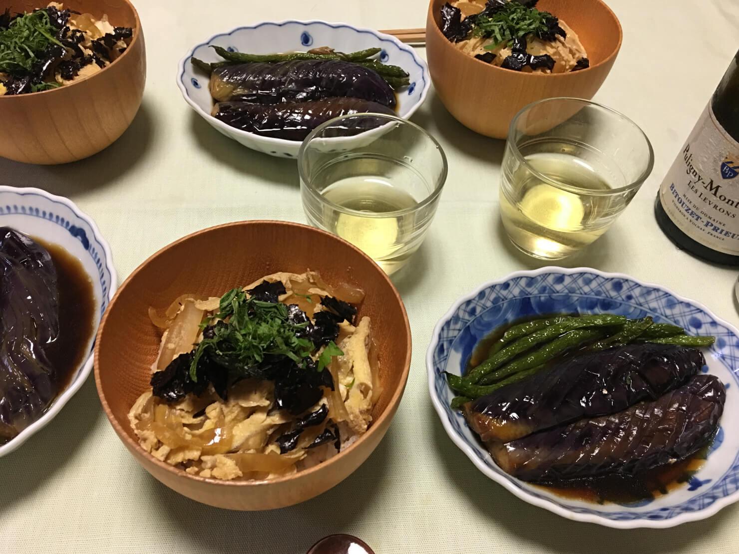 いんげんとナスの揚げ煮中心の昼御飯の写真