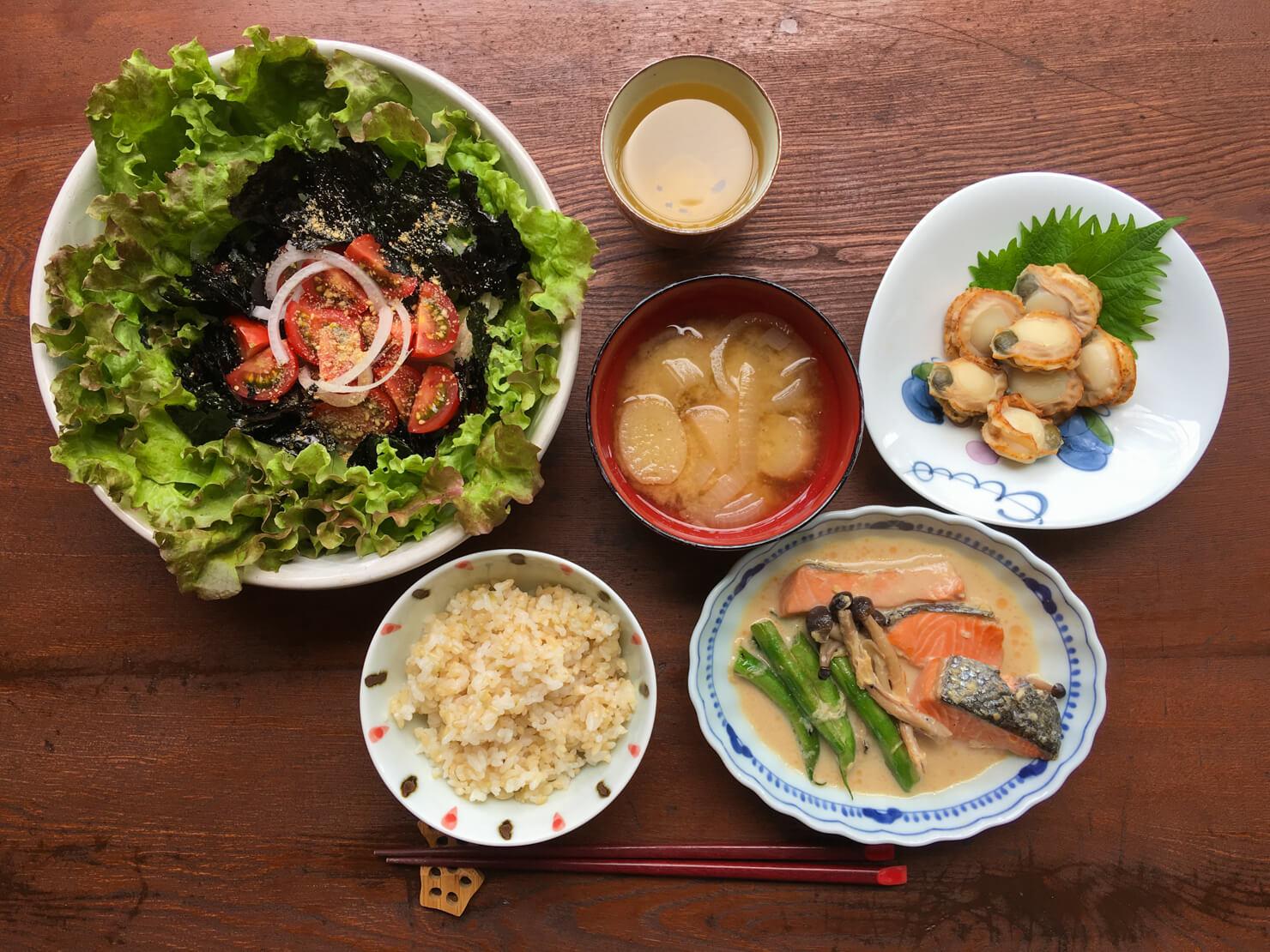 野菜中心の食卓の写真