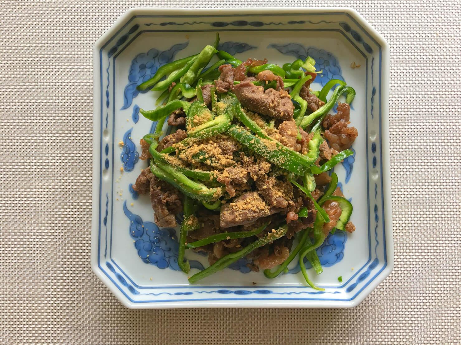 牛コマ肉の甘辛煮の生ピーマン和えの写真
