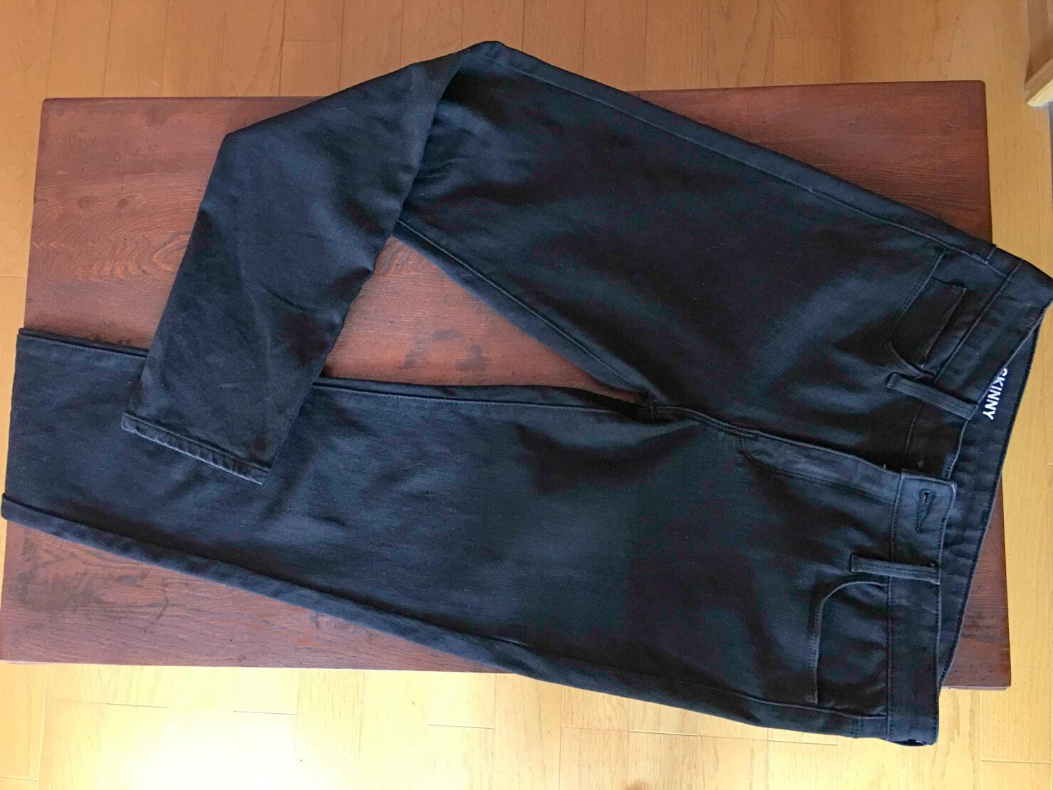 無印良品の黒のスキニーパンツの写真