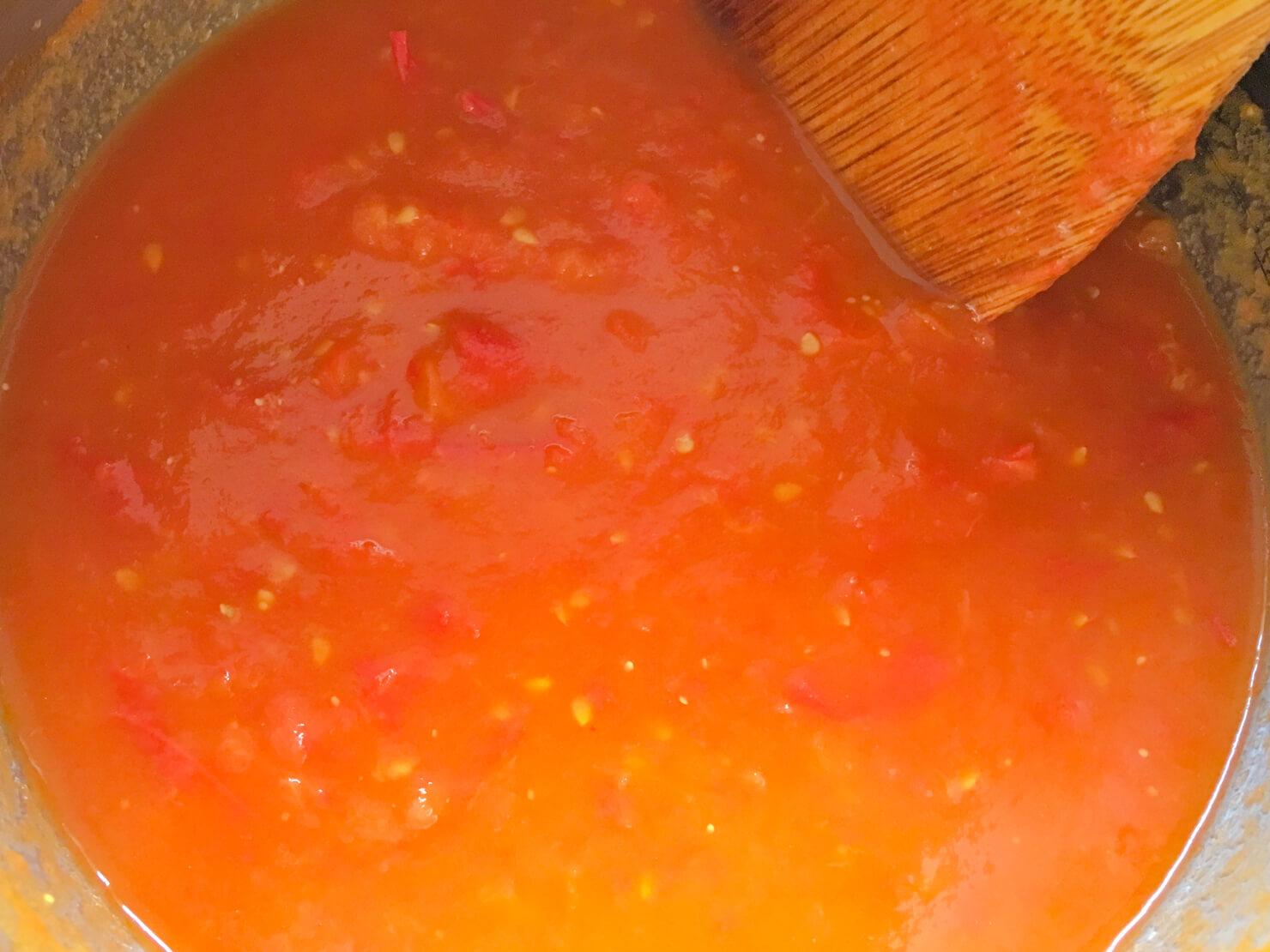 煮詰めたトマトソースの写真