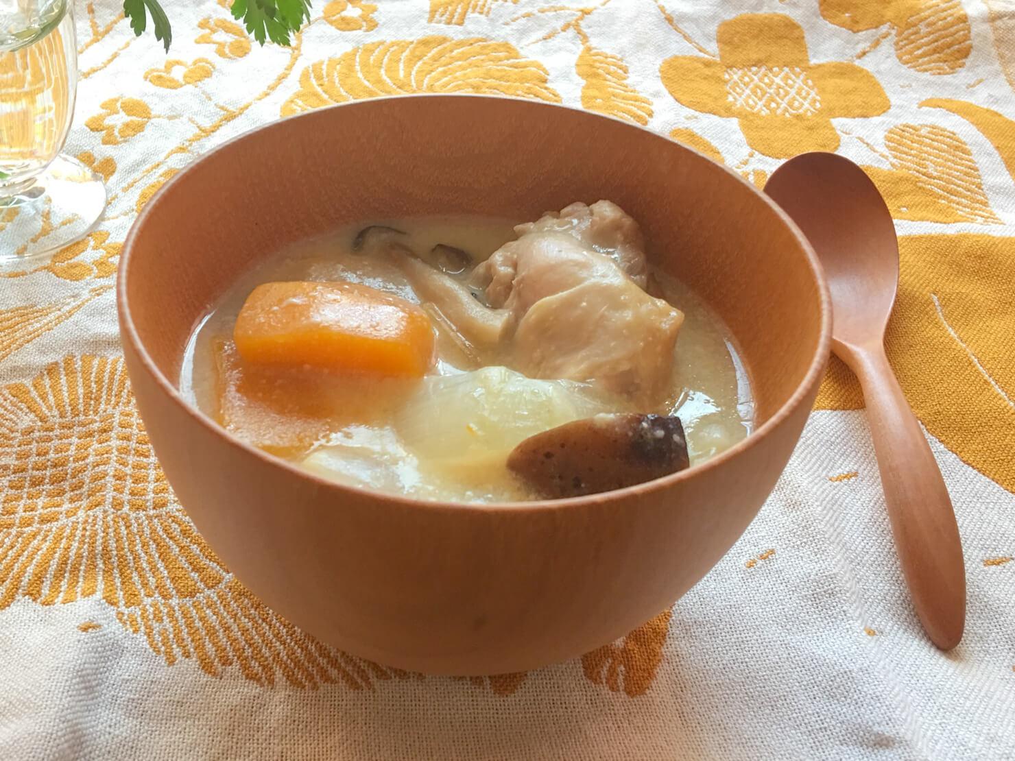 バターナッツかぼちゃと手羽元の豆乳煮の写真