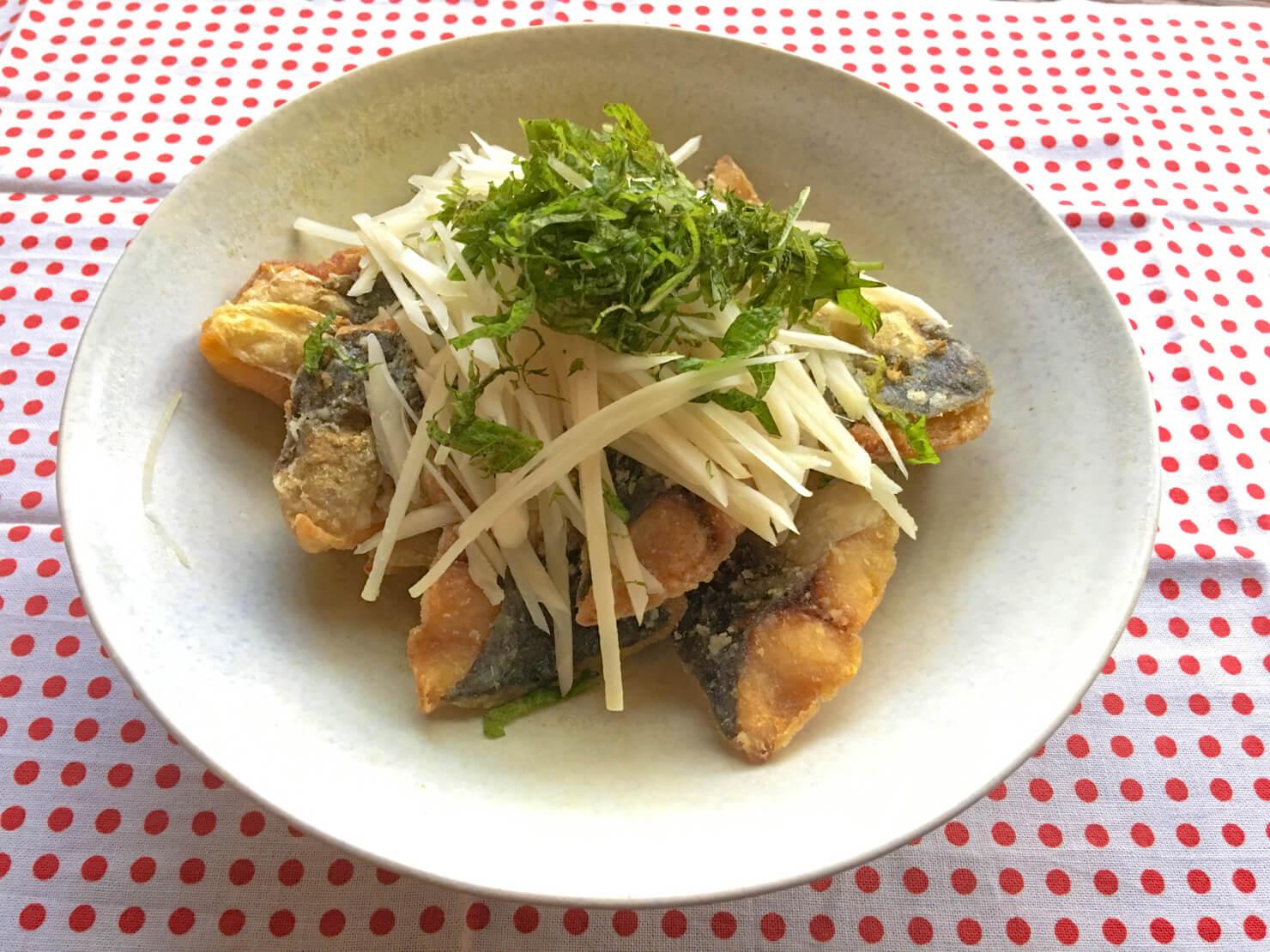 新生姜を生で食べるためのアジの唐揚げの写真