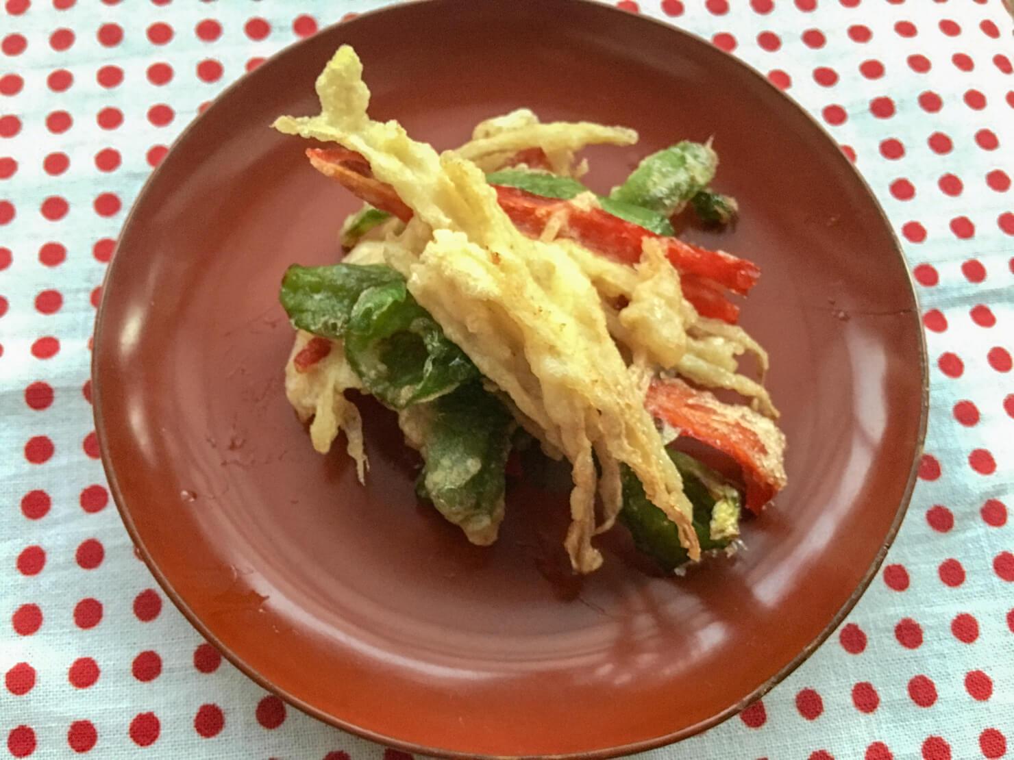 新生姜と満願寺唐辛子のかき揚げの写真