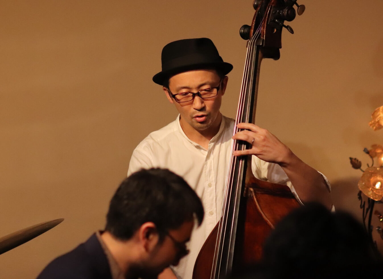 吉田豊さんと海野さんが演奏している写真