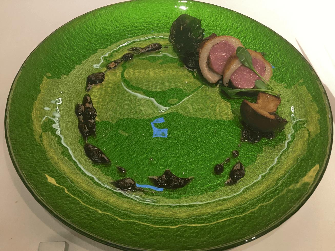 コース料理のラム肉料理の写真