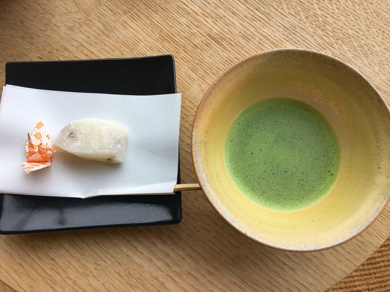 強羅白檀の抹茶と御茶菓子の写真