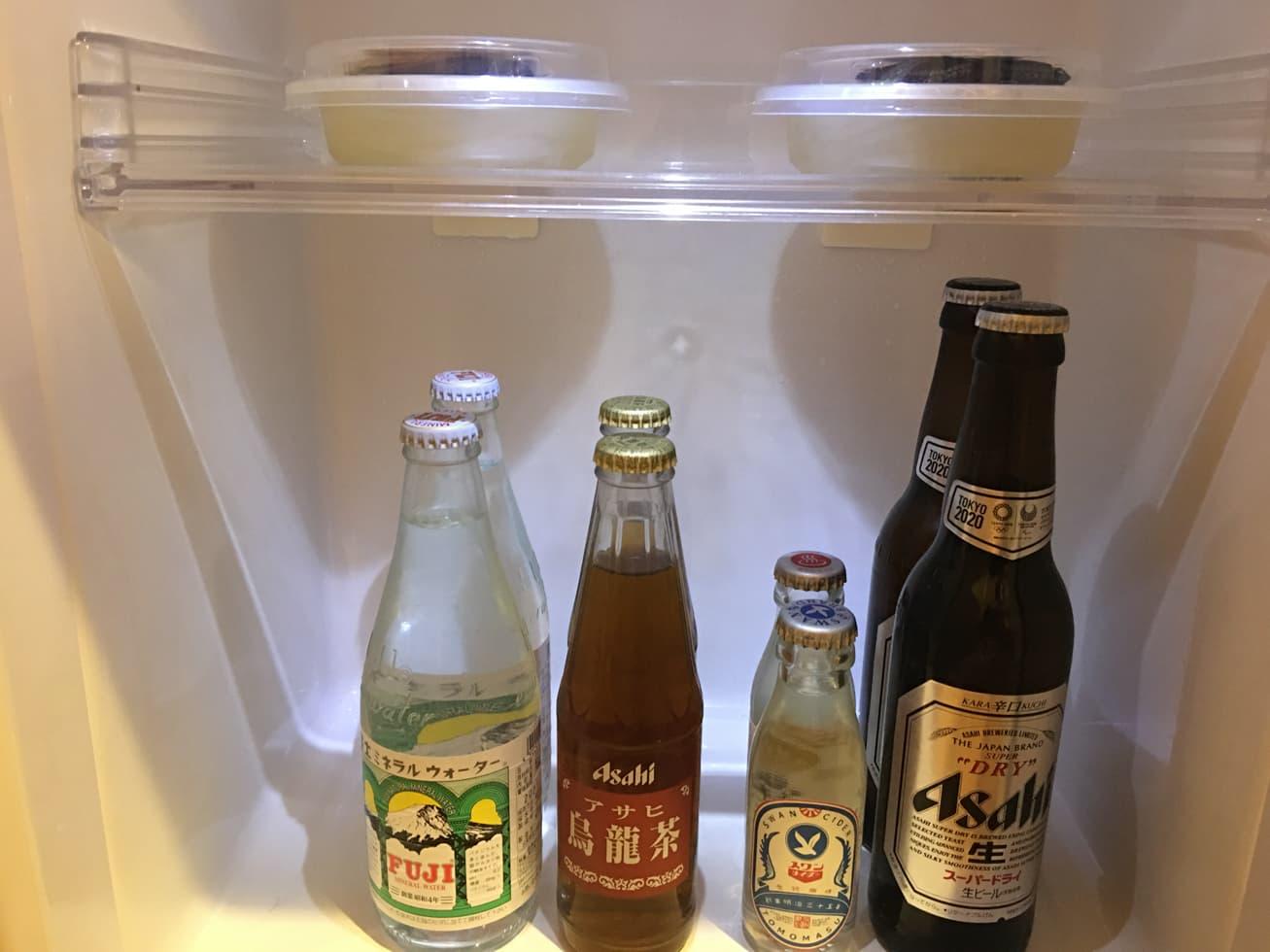 冷蔵庫の中の飲み物の写真