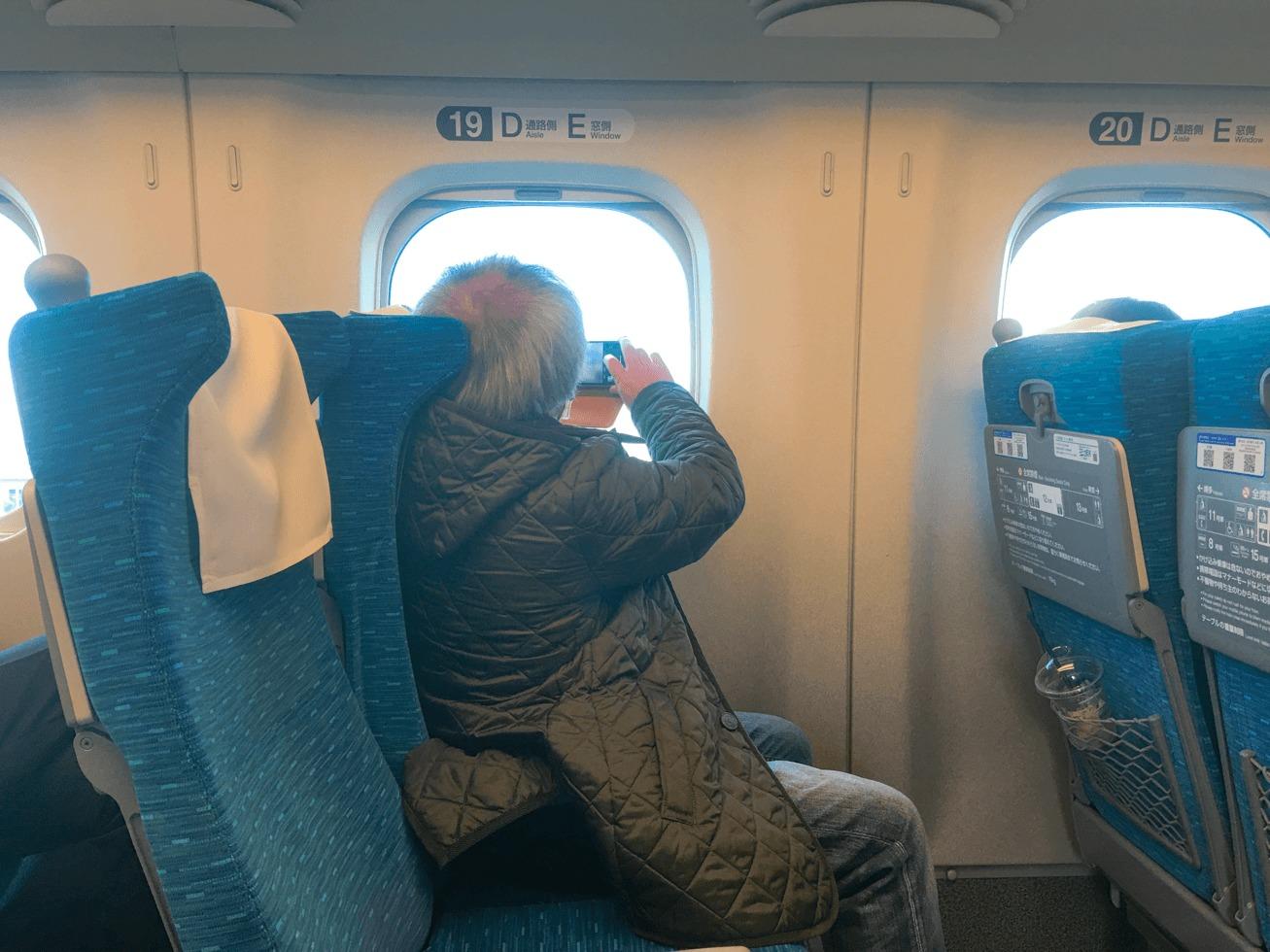 新幹線の座席の写真