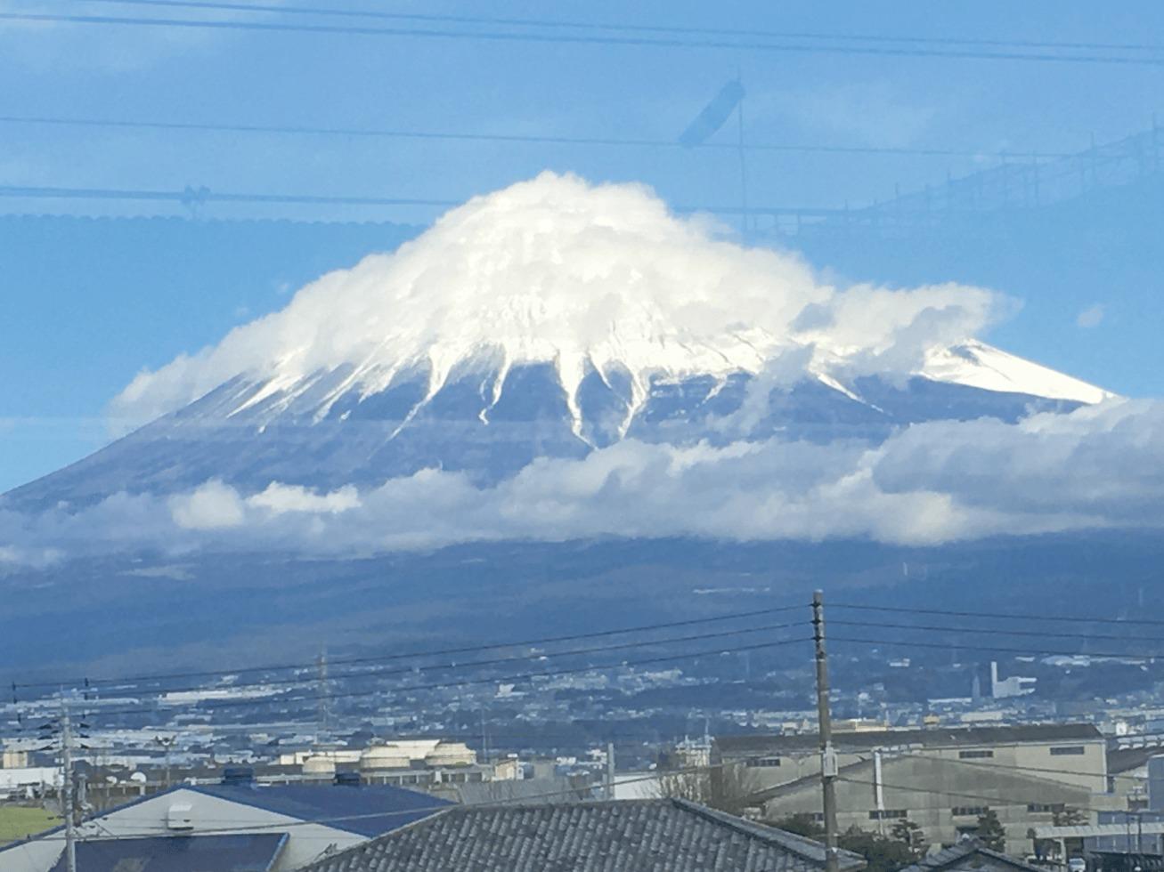 小田原駅から見た富士山の写真