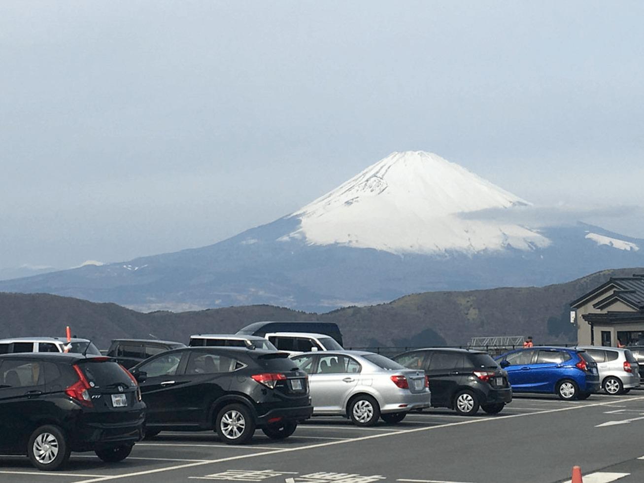 大涌谷から見た富士山の写真
