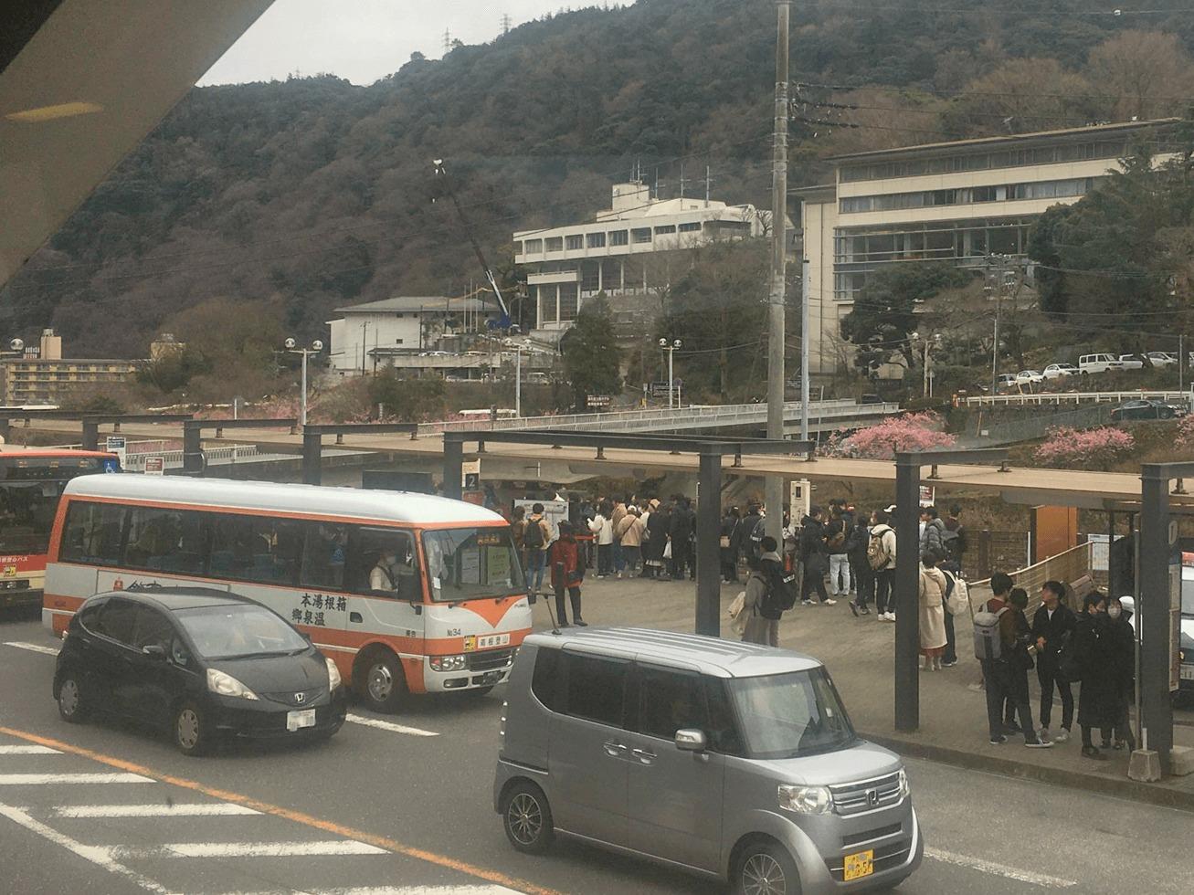 箱根湯本の駅前の写真