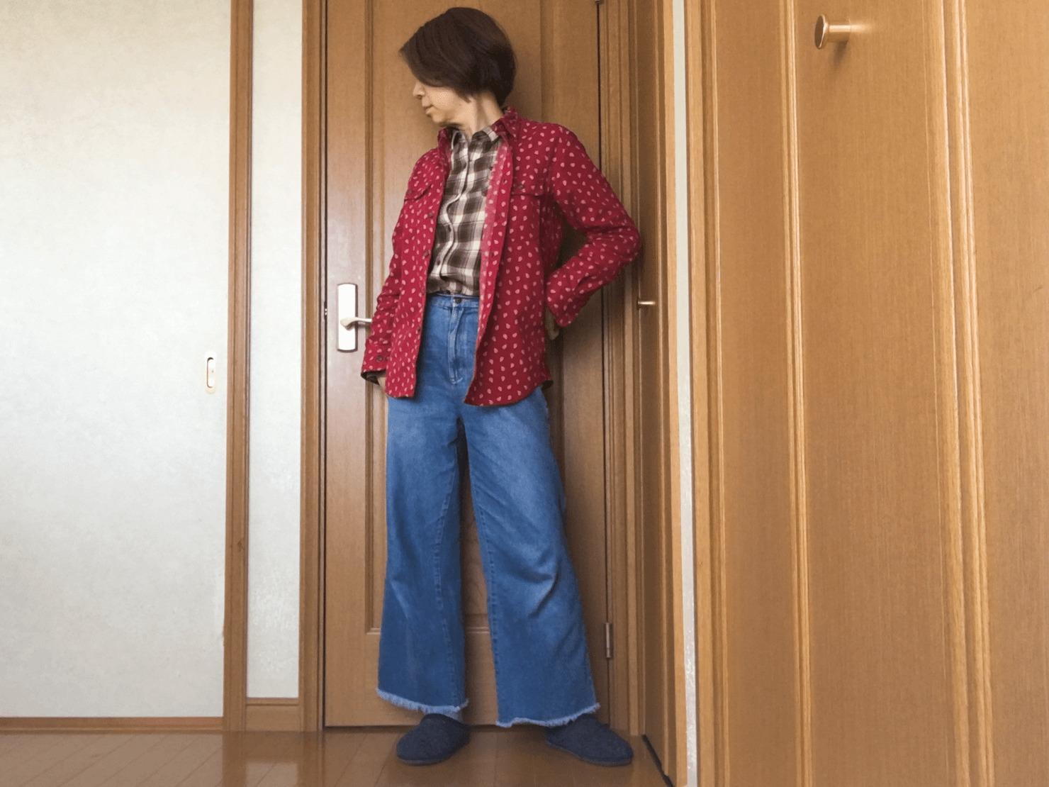 ワイドパンツを履いているガッツの写真