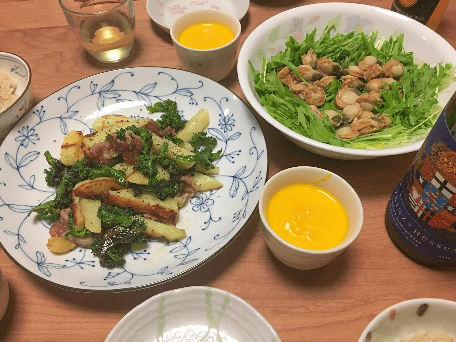 ケールとじゃがいもの炒め物の日の夕飯の写真