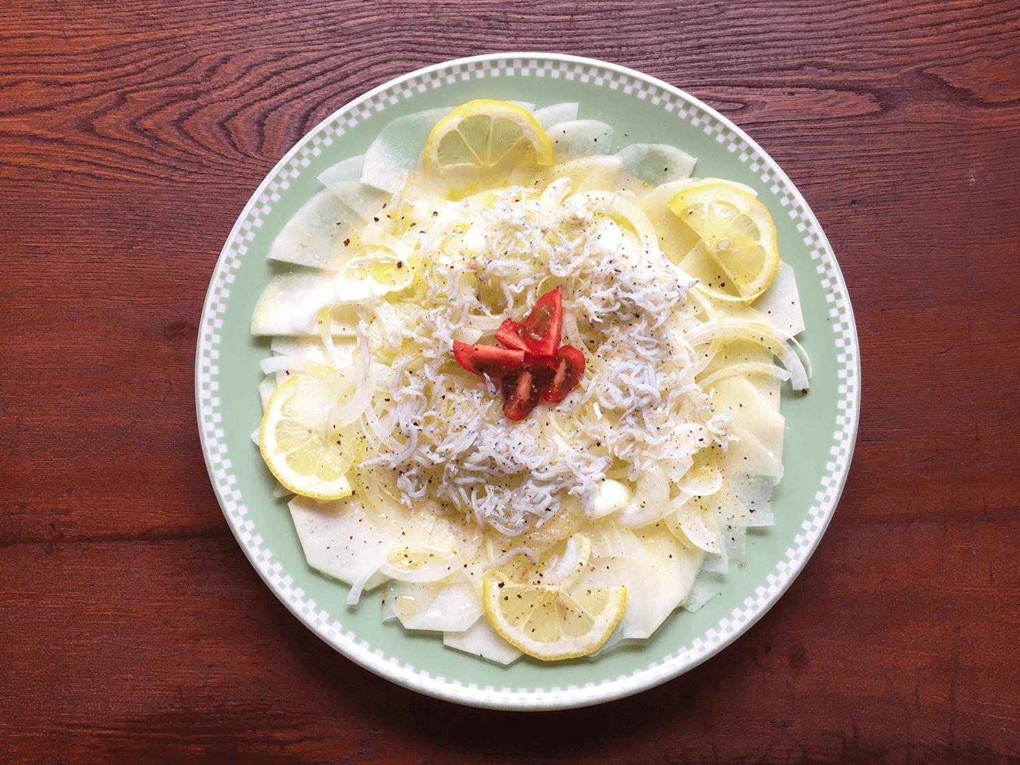 コールラビのカルパッチョ風サラダの写真