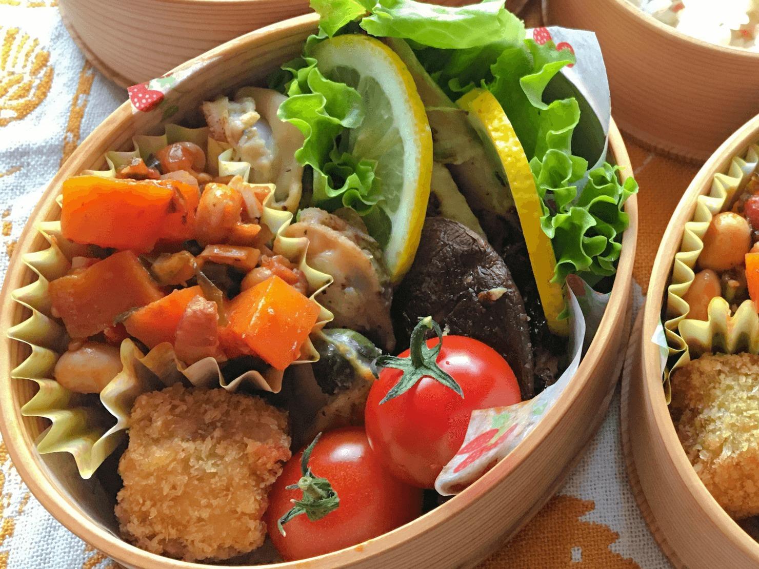 カーボロネロと豆の煮込み入りの弁当の写真