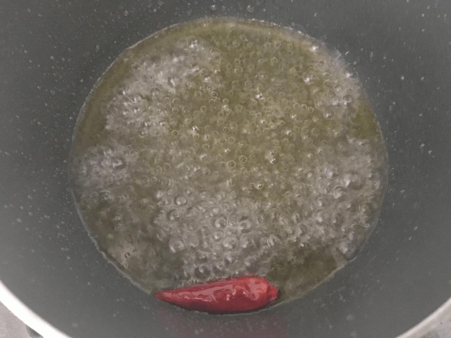 甘酢を煮立てている写真