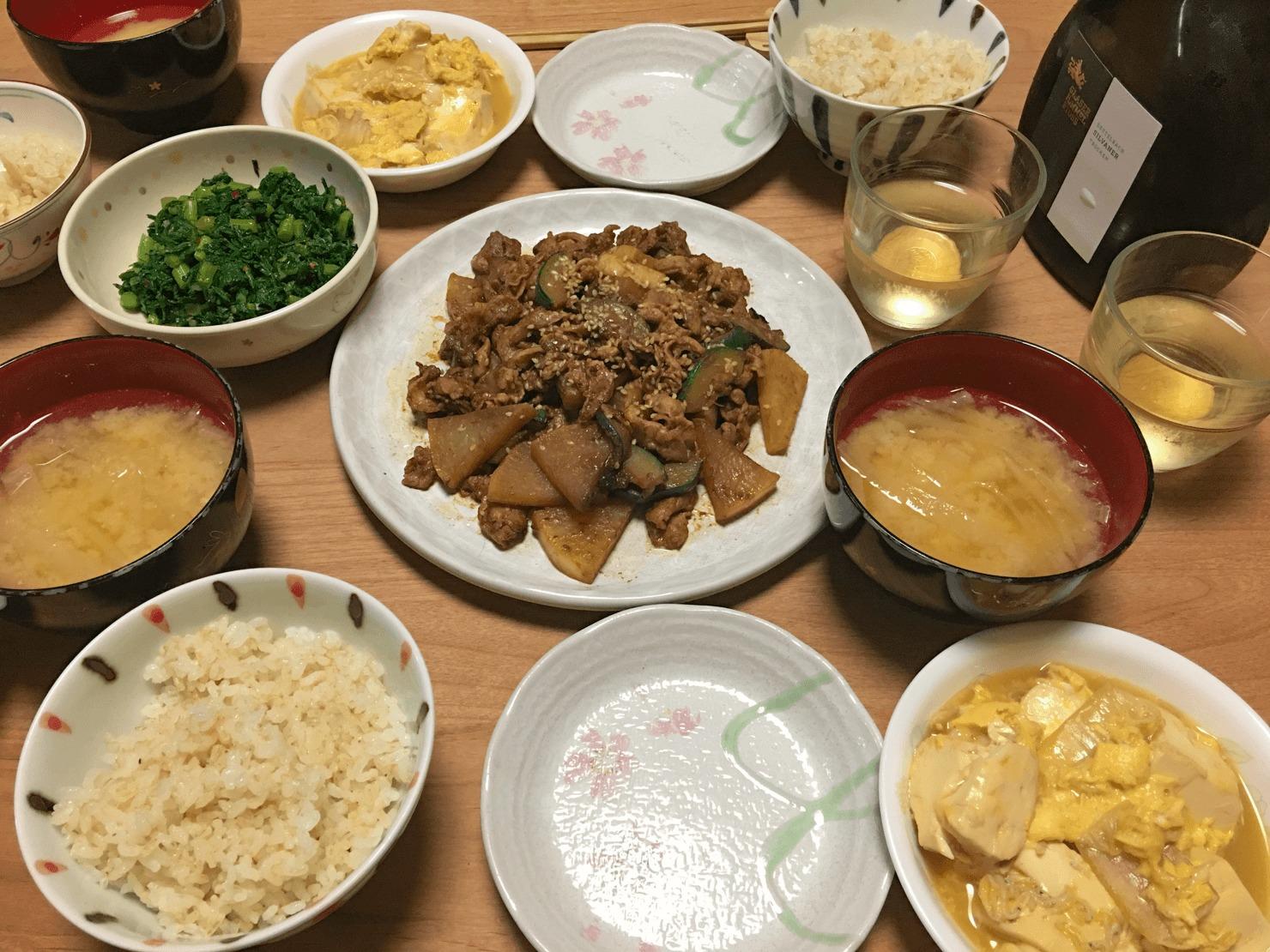 ズッキーニと大根と豚バラの甘辛みそ炒め中心の晩御飯の写真