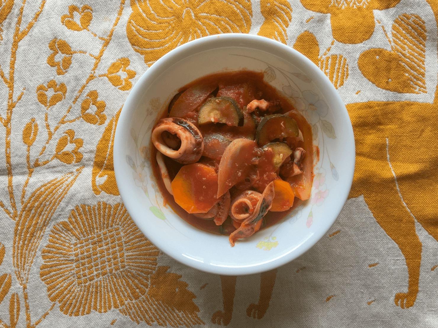 ズッキーニとイカのトマト煮の写真