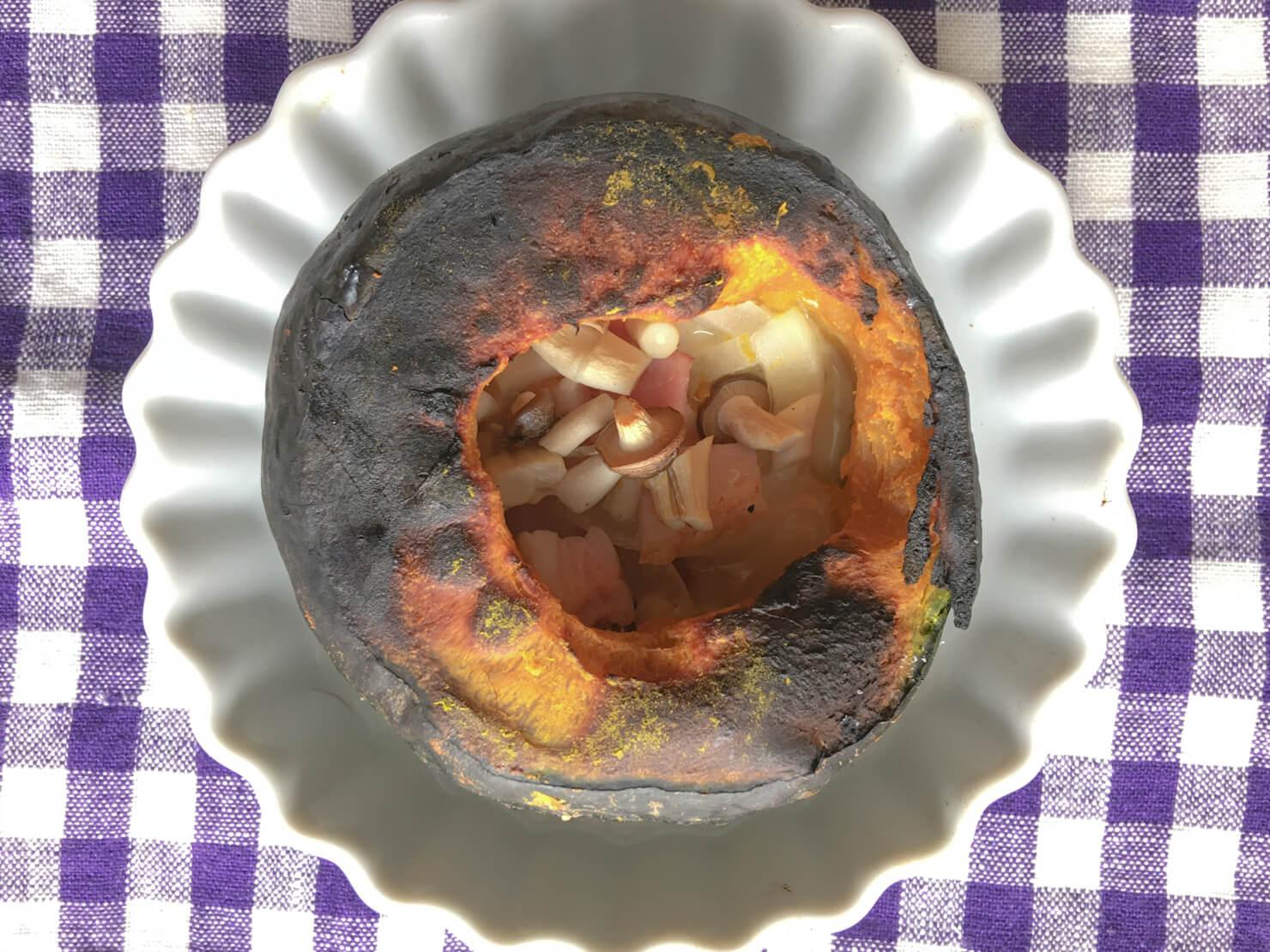 坊ちゃんかぼちゃの丸ごとチーズ焼きが焦げた写真