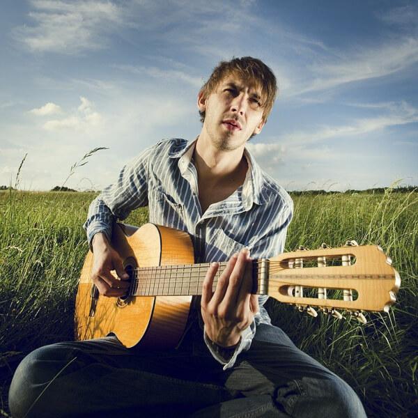 ギターを持った男のイラスト