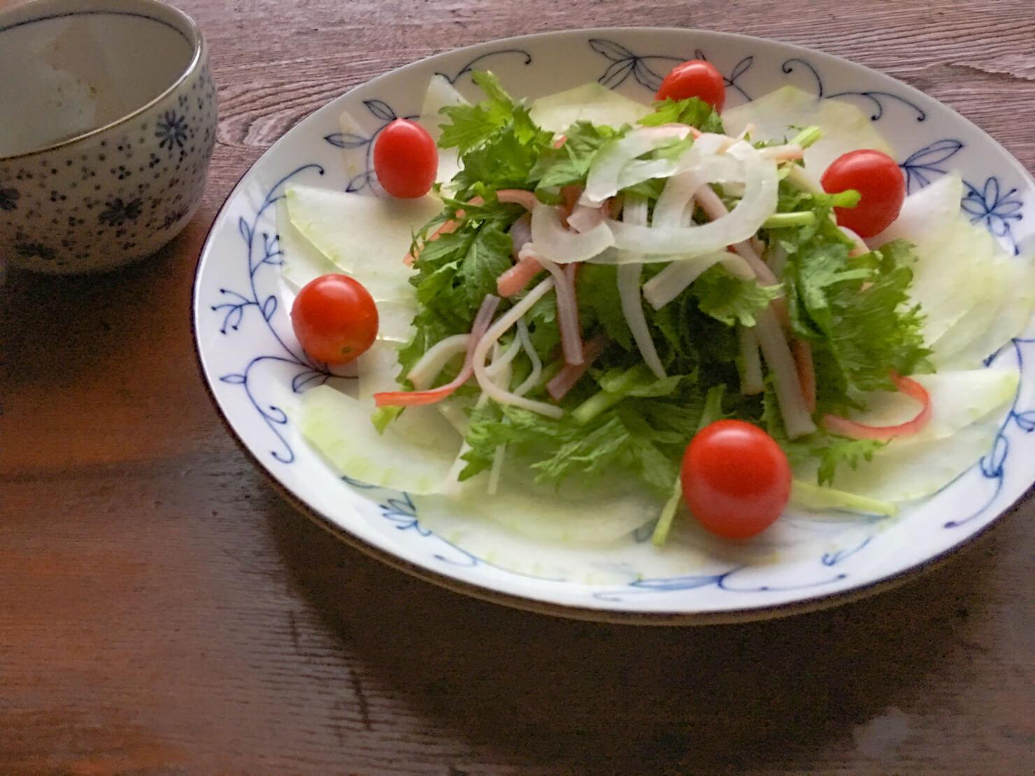 冬瓜とカニカマの簡単サラダの写真
