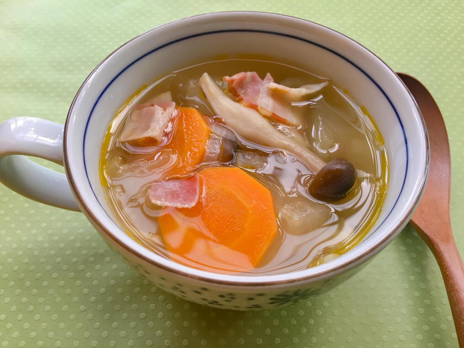 冬瓜とベーコンのスープの写真
