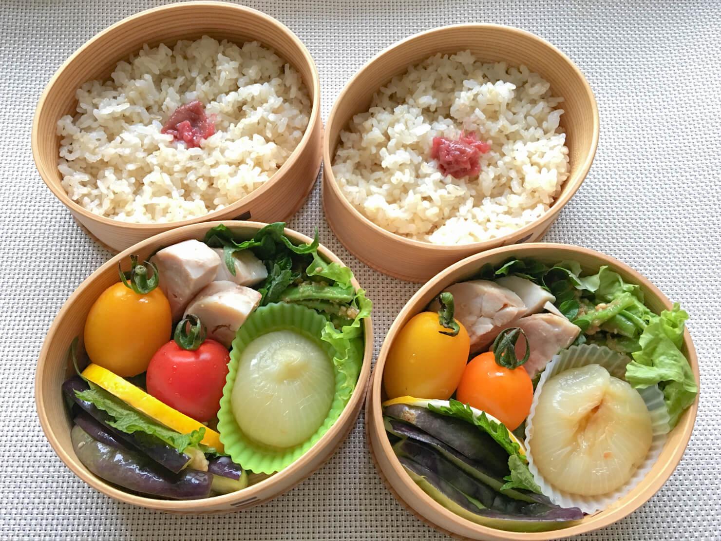 玉ねぎの煮物入りお弁当の写真