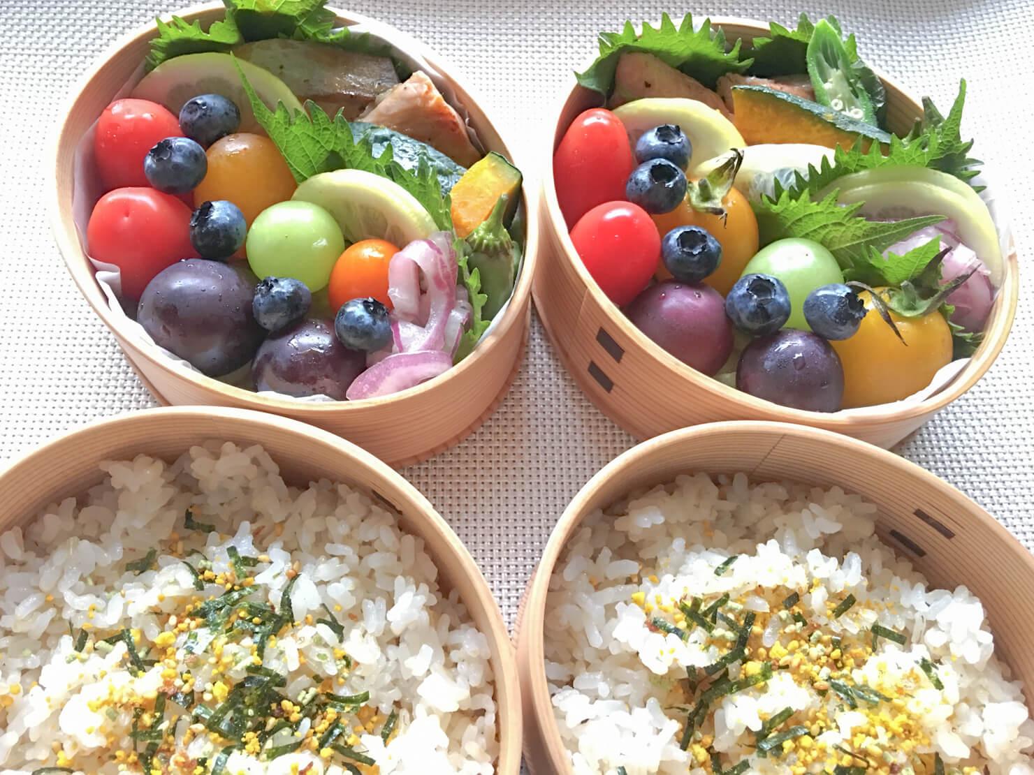 ミニトマトの入ったお弁当の写真