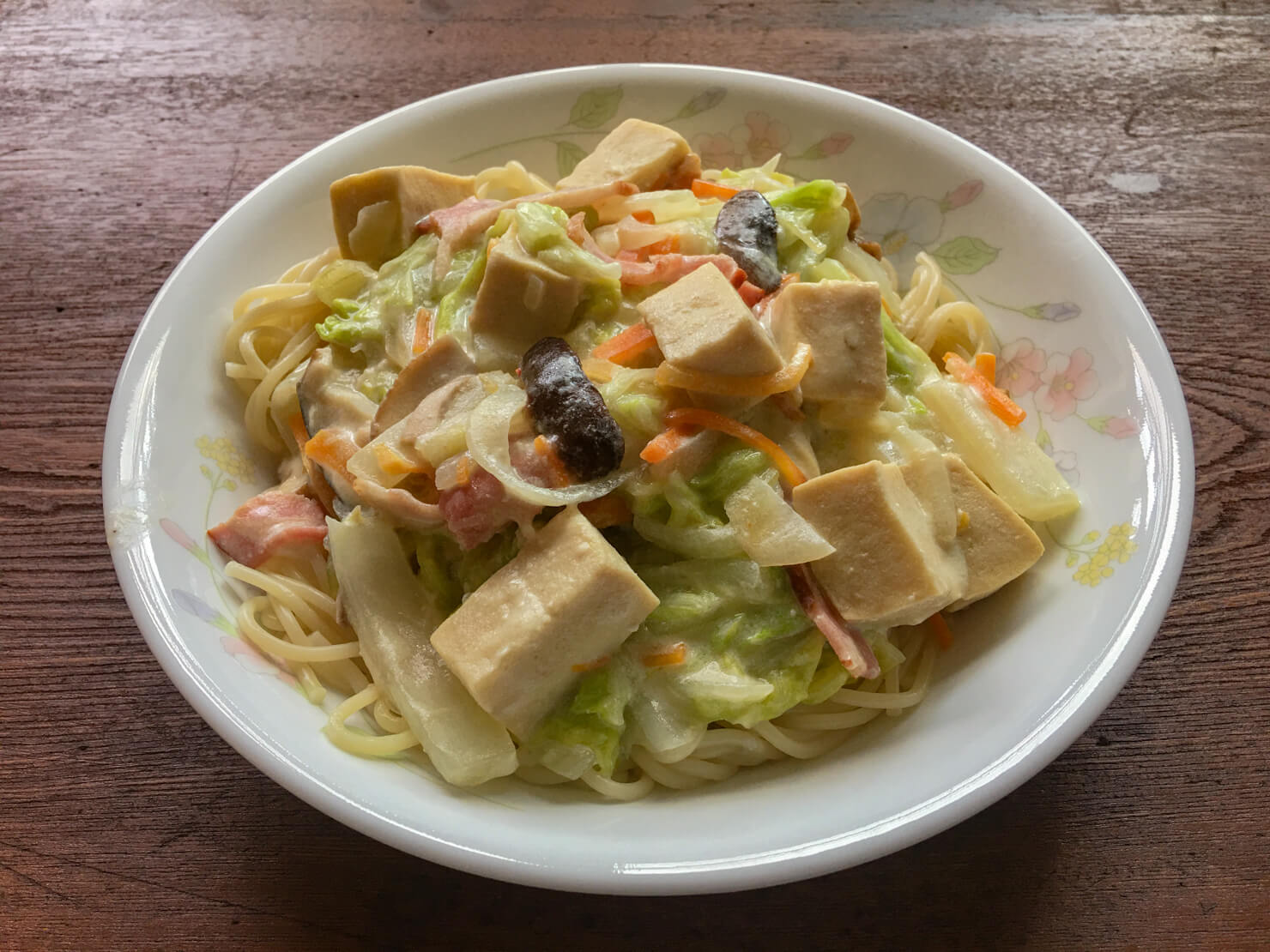 高野豆腐と白菜とベーコンの豆乳ソースパスタの写真