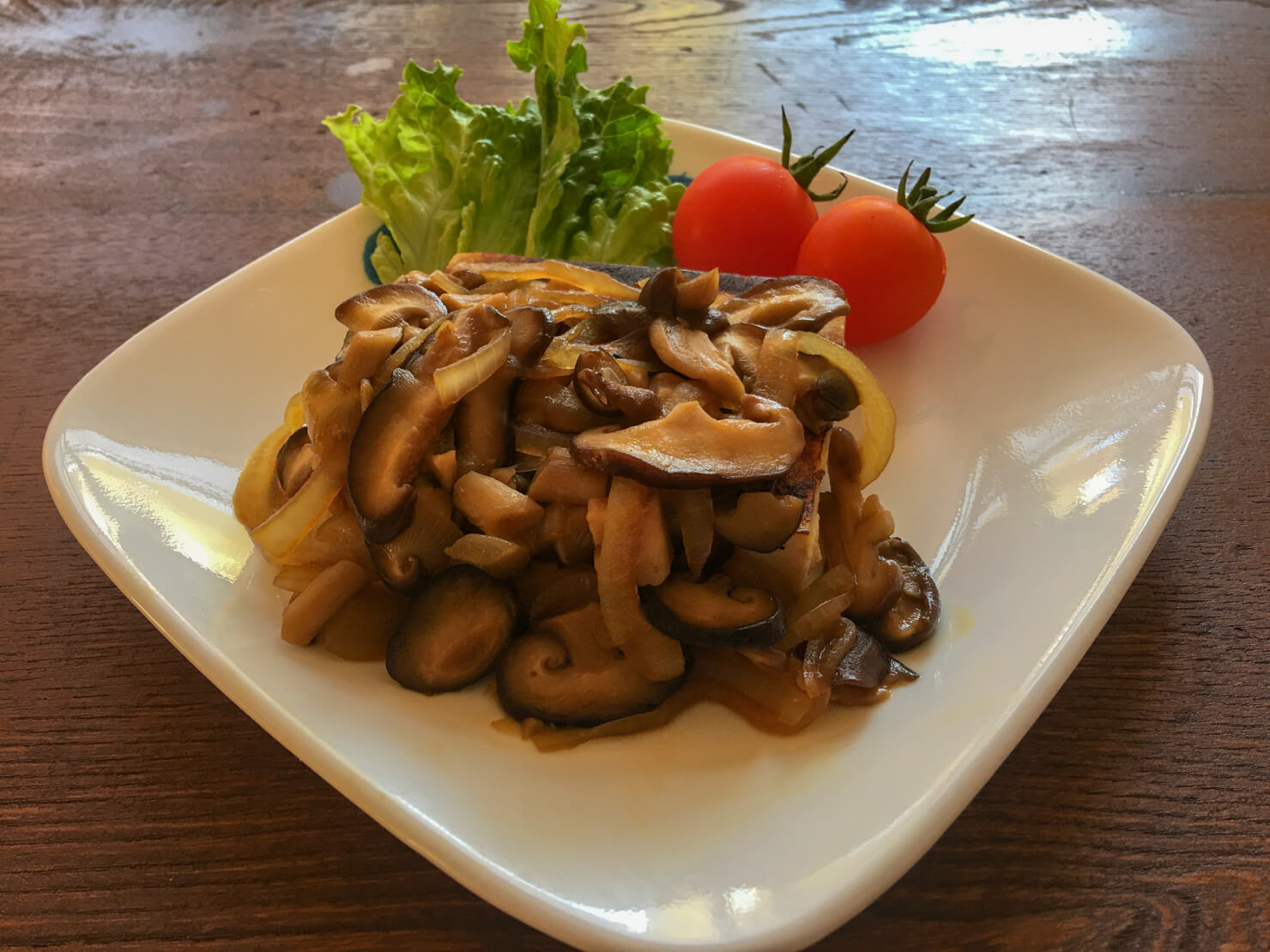 高野豆腐のステーキきのこソースの写真