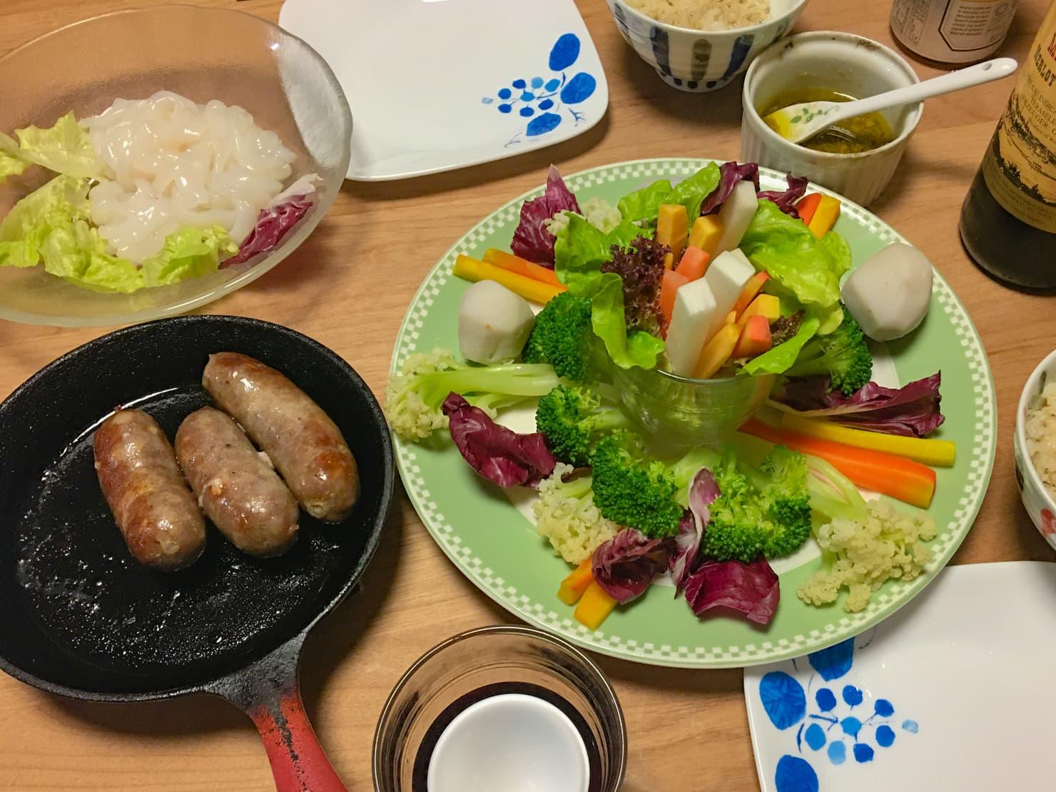 野菜たっぷりのバーニャカウダ中心の晩ご飯の写真