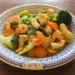 白菜とシーフードミックスの中華丼の写真