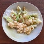 子持ち高菜の天ぷらと小エビのかき揚げの写真