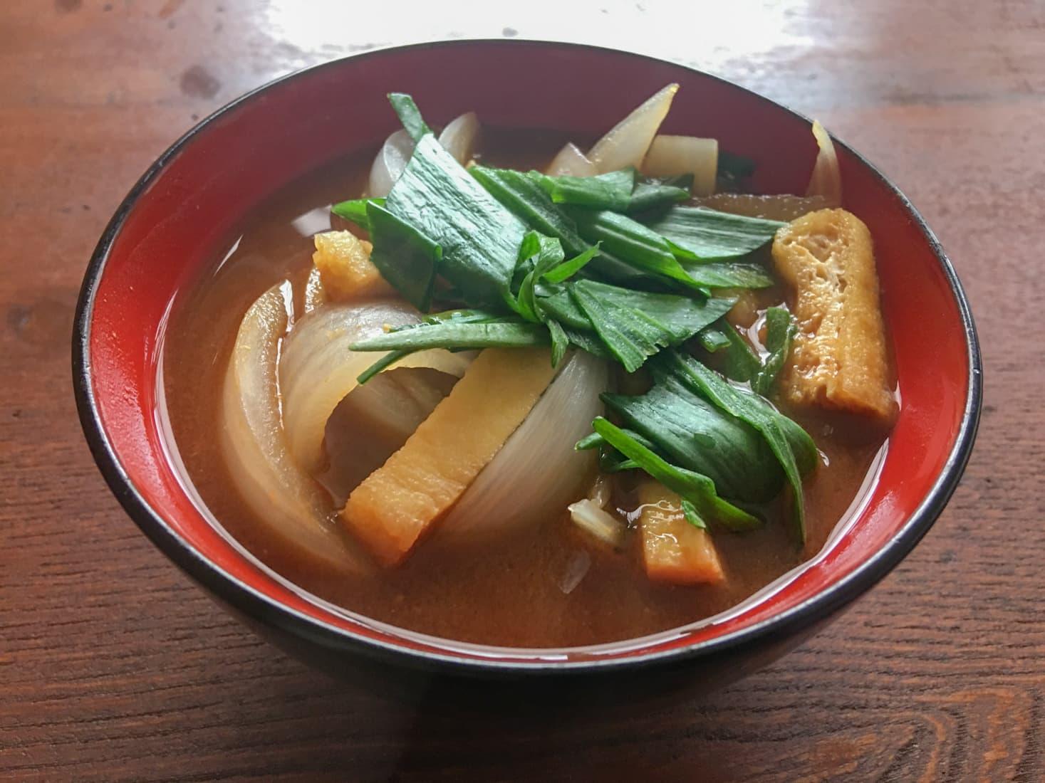 葉玉ねぎの味噌汁の写真
