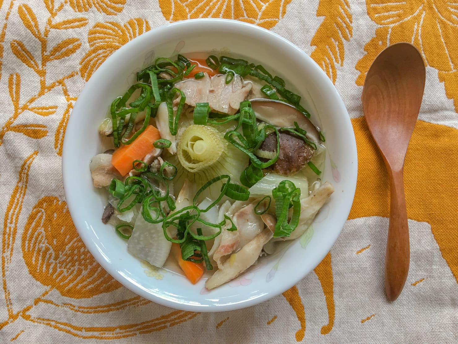 葉玉ねぎのスープの写真