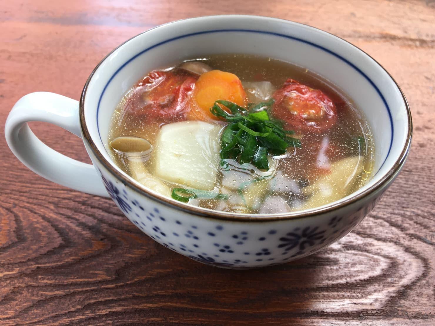 丸ごとたまねぎポトフを野菜スープにリメイクした写真