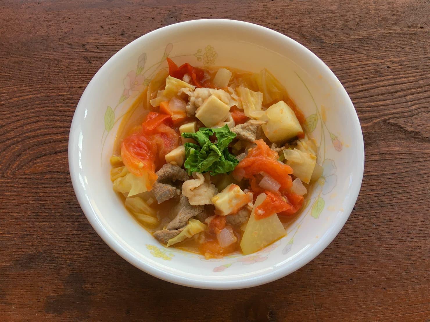 コールラビの野菜スープの写真