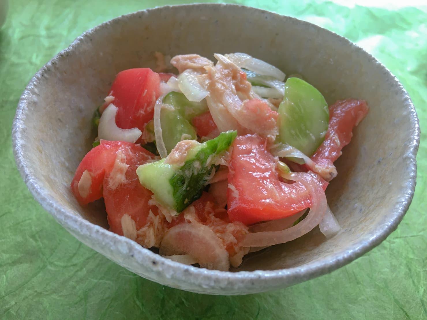 ツナとトマトときゅうりの簡単パパッとサラダの写真