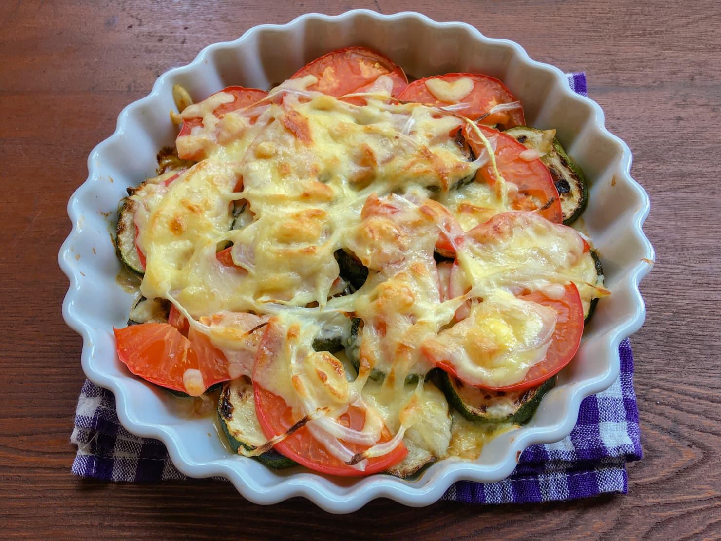 ズッキーニとトマトの簡単チーズ焼きの写真